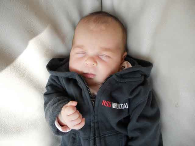 Baby Hoodie RSS Rheintal / www.rssrheintal.ch