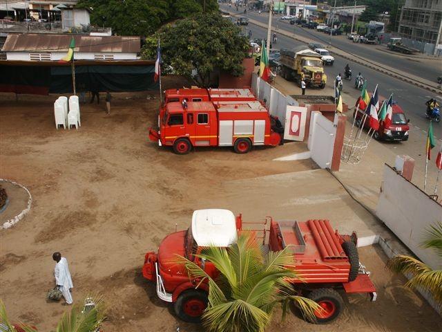 Les véhicules de Sapeurs Pompier ... à l'arrivée, à Cotonou