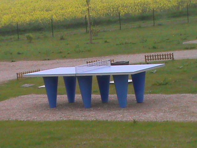 16/05/12 La table de ping-pong vous attend .