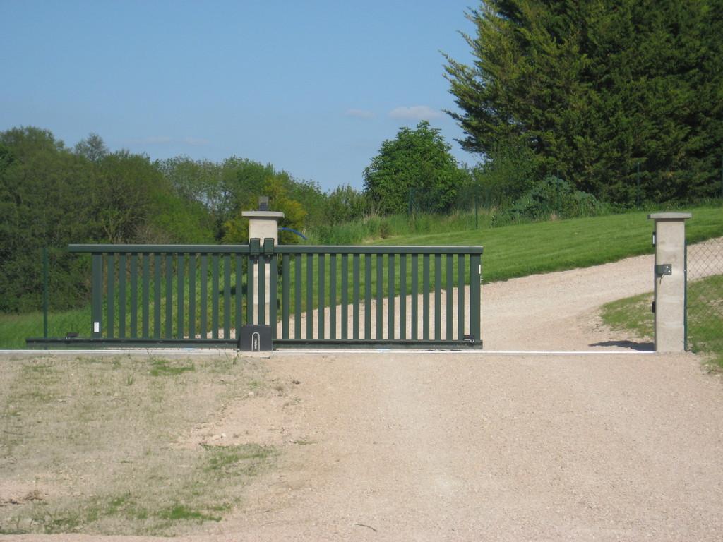 04/05/12 Le portail électrique est installé