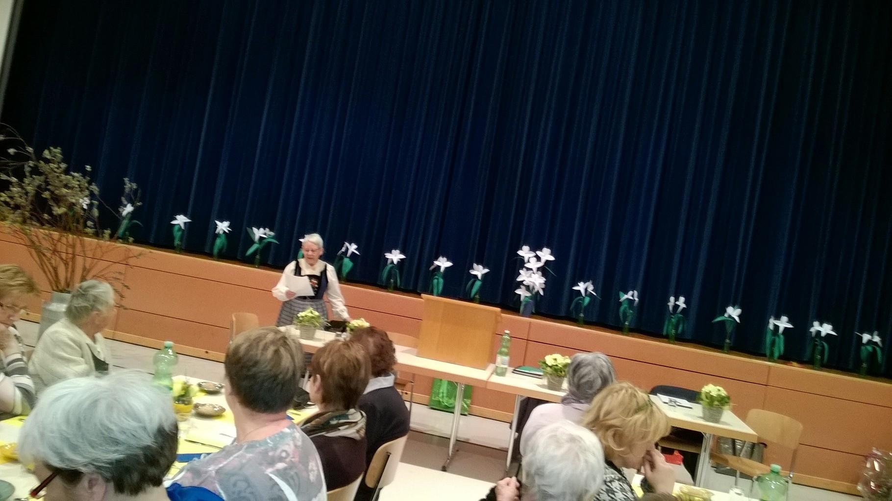 Brügger Rita, Präsidentin des Landfrauenvereins Arni – Islisberg, begrüsst uns zur Generalversammlung.
