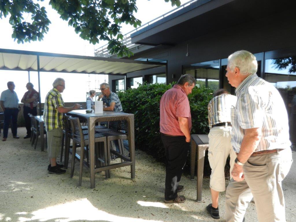 Kaffee- und Gipfeli-Halt im Bad Ramsach Quellhotel in Läufelfingen
