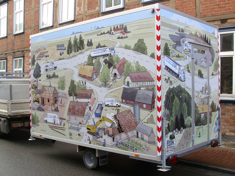 Umlaufendes Wimmelbild vom Illustrator Hannes Mercker als Außenwerbung auf einem Bauwagen