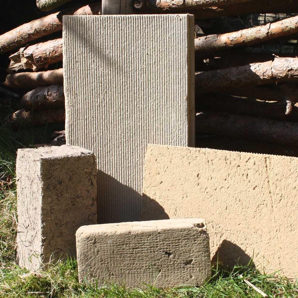 Lehmwände aus Lehmbauplatten oder Lehmstein für den Bau eines wohngesunden Hauses