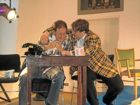 Schauspieler Feuerbach (Claus Becker, r.) nervt den Regieassistenten (Jörn Knost) mit seinen Tiraden. Foto: moz