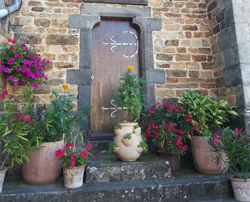 Porte latérale de l'église