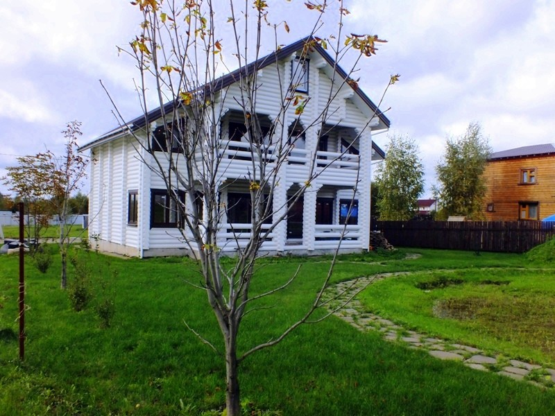Коттедж 380 кв.м. из оцилиндрованного бревна в д. Сафонтьево на Истринском водохранилище.