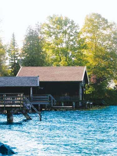 Sanierung einer Bootshütte -  neue Schindeleindeckung