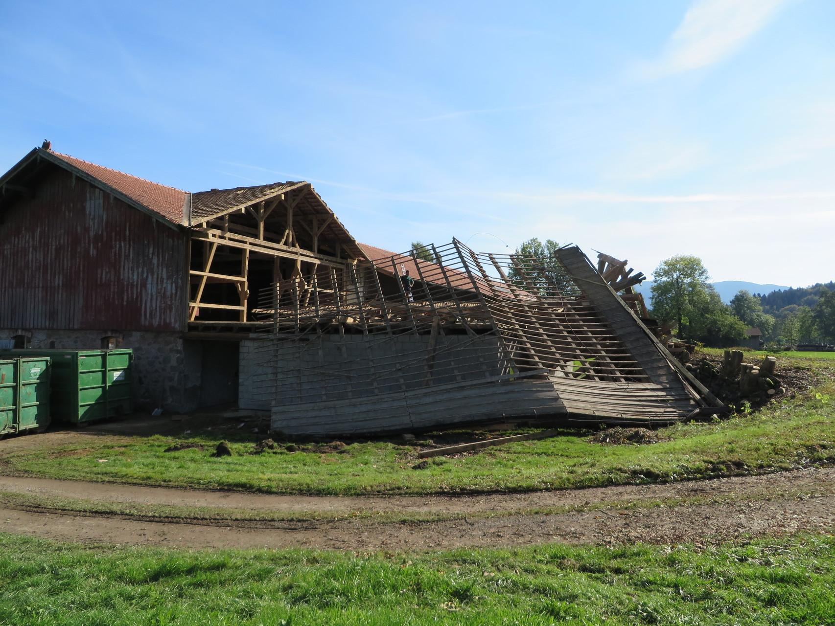 Abbruch eines landwirtschaftlichen Anwesens und Ersetzen mit Neubau in Massivholz