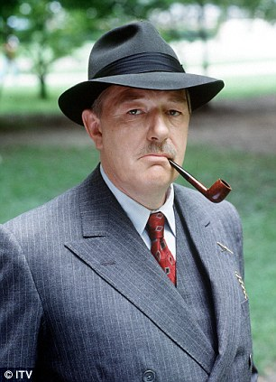 Michael Gambon Maigret est une série télévisée britannique diffusée sur ITV pendant douze épisodes en 1992 et 1993.