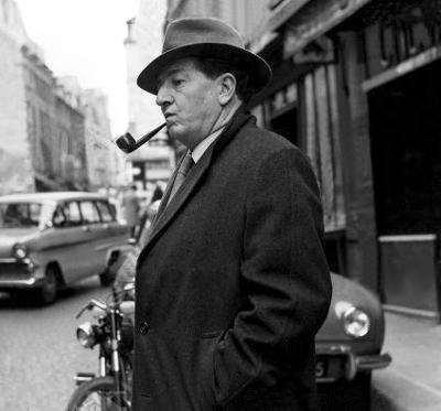 Rupert Davies un acteur britannique dont on se souvient le mieux pour avoir joué le rôle-titre dans Maigret , adaptation télévisée des années 60 de la BBC , basée sur les