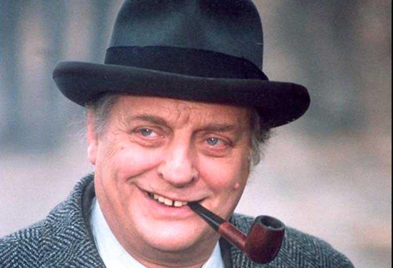 Bruno Cremer fut le dernier Maigret de la télévision Française, une série produite entre 1991 et 2005, 14 saisons et 54 épisodes.