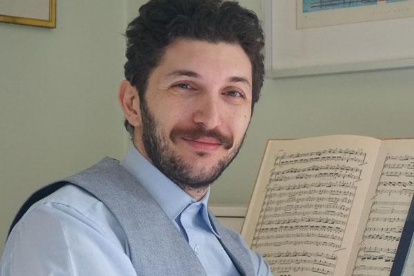 Klavierlehrer Arsen Babajanyan gibt Klavierunterricht in Bogenhausen für Anfänger