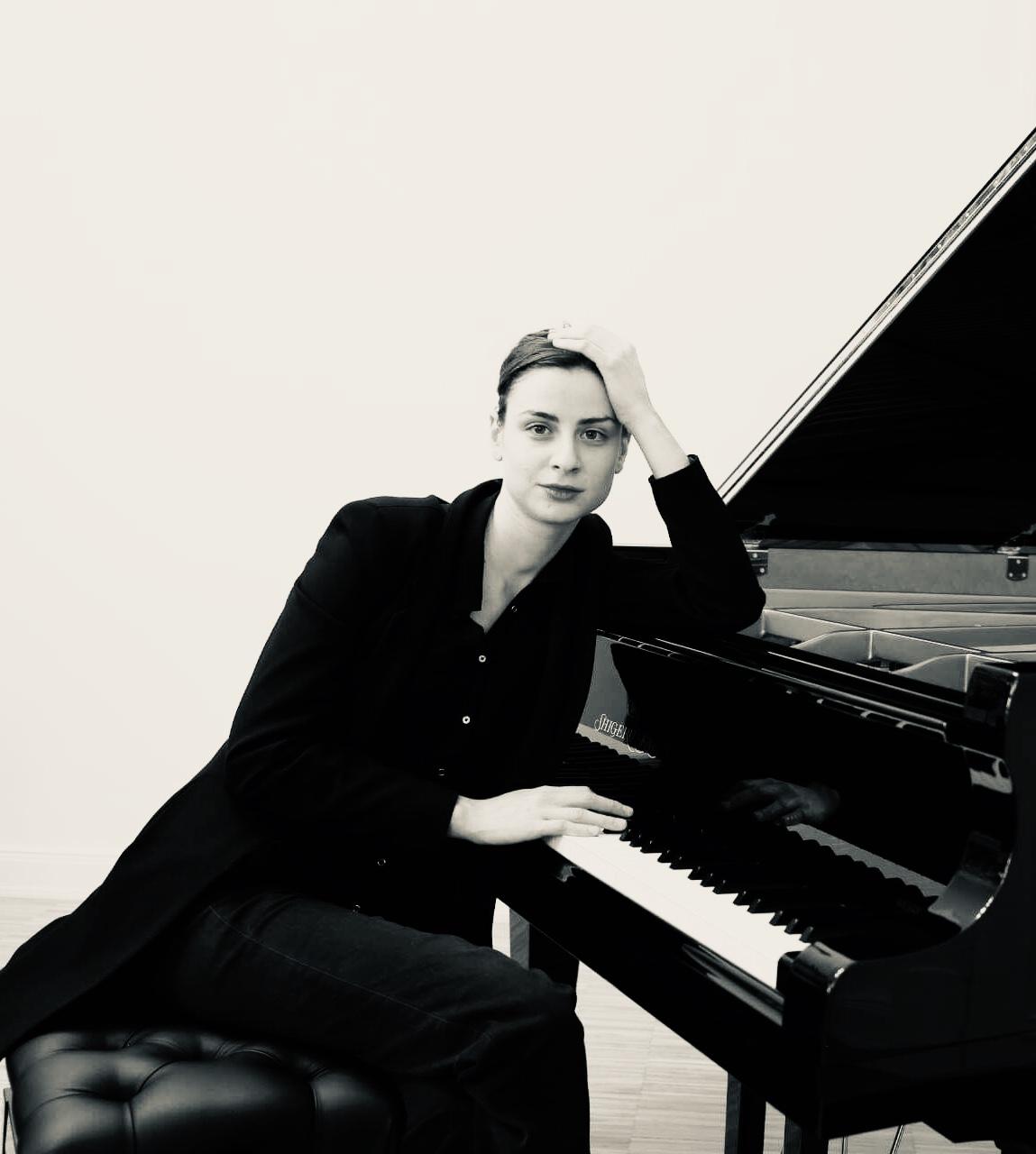 Jovana Nikolic - Diplom-Pianistin