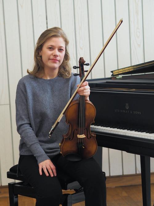 Klavierlehrerin und Geigenlehrerin Sólrún Franzdóttir Wechner in Frankfurt