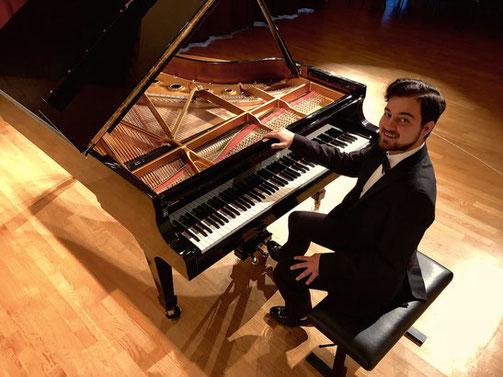 Klavierunterricht in Augsburg-Friedberg, Aichach, Dasing, Göppingen und Hochzoll bei Konzertpianist und Klavierlehrer Burak Cebi