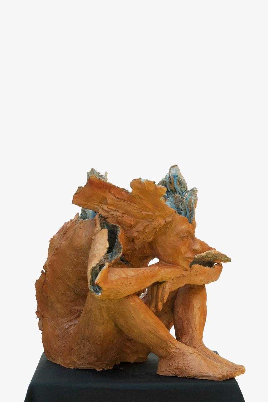 Time is blue, sculpture femme grès et émaux -1200 euros