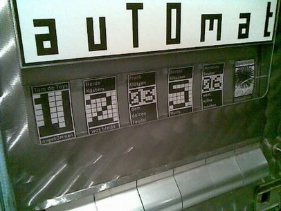 """Schachtel 1 in den NRW-LITERATURAUTOMATEN ab 15.1.2009 (für 6 Wochen): """"angekOMmen""""  (Neue Lyrik von Tom de Toys)"""