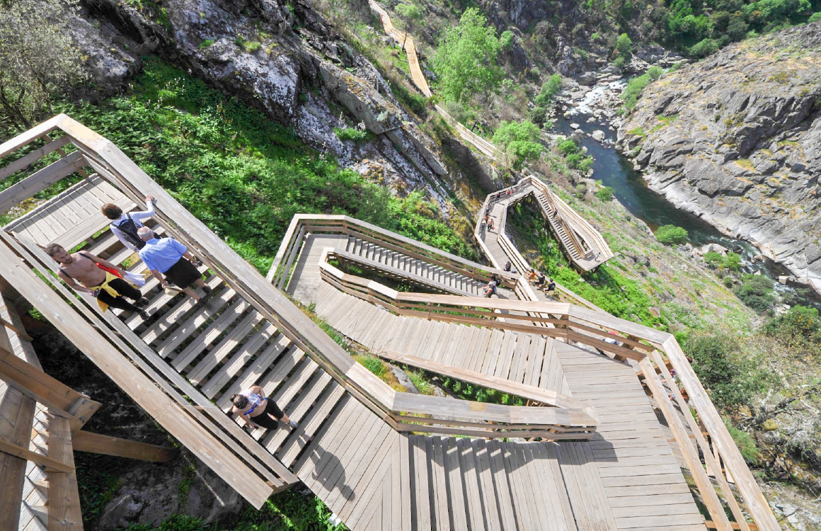 arouca-Passadiços-do-Paiva-escaliers-en-bois