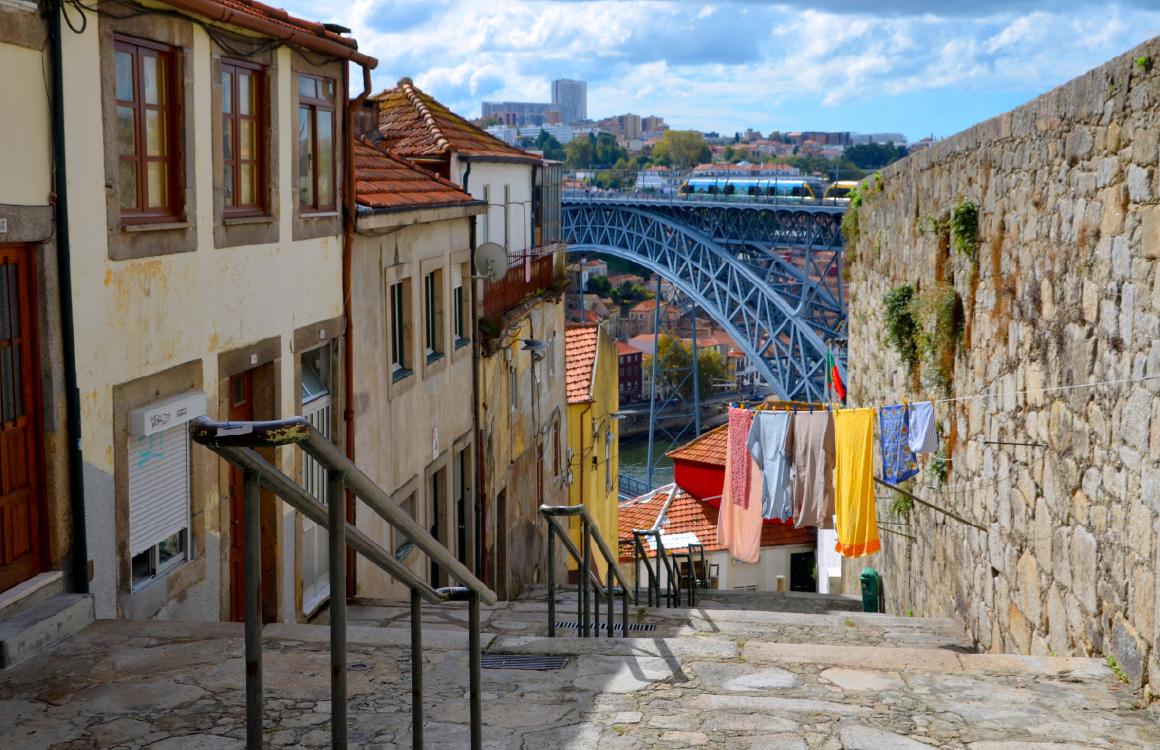 alleys-porto-portugal