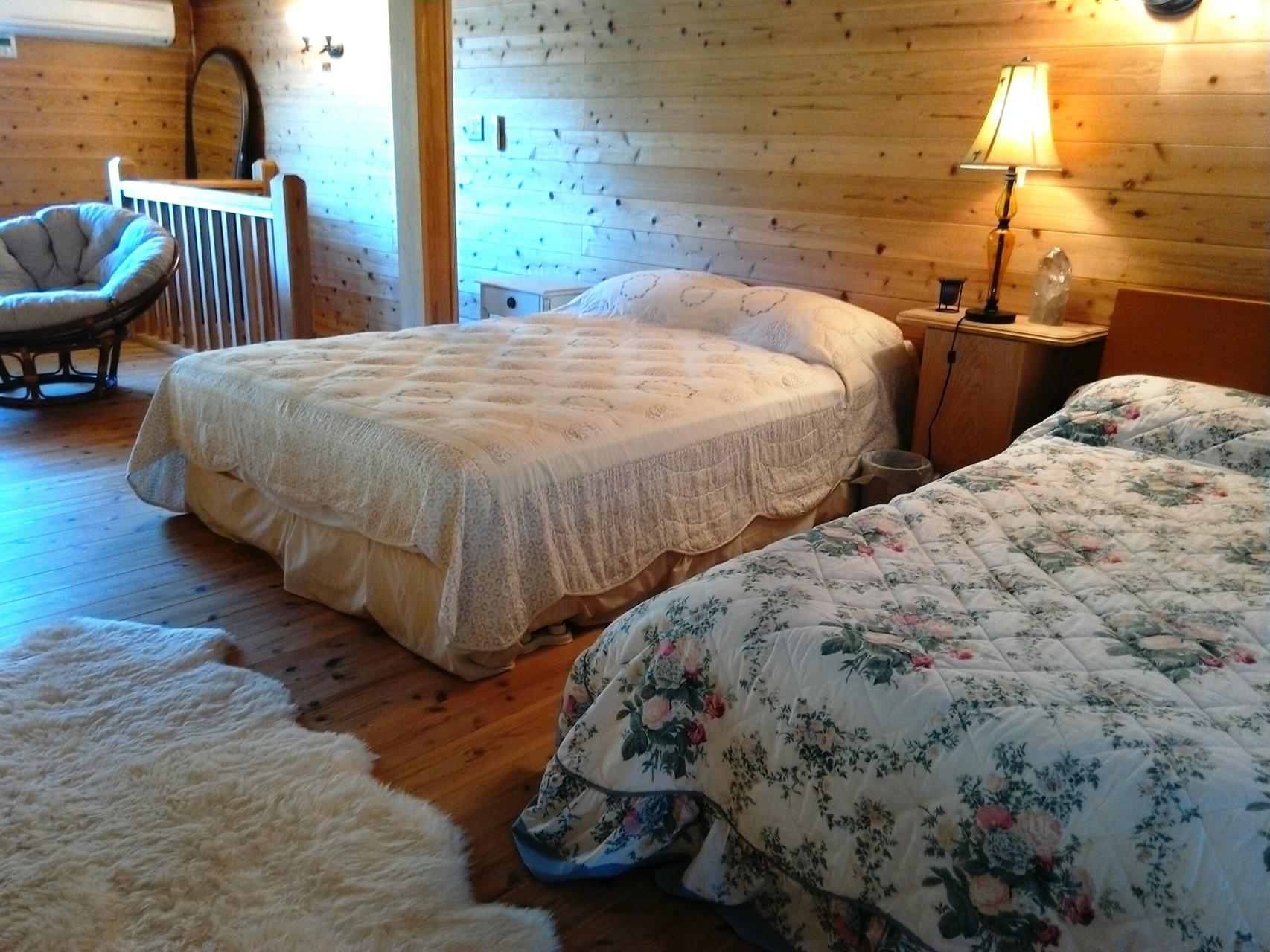 ロフトベッドルーム(クイーンサイズベッド、セミダブルベッド)  Loft