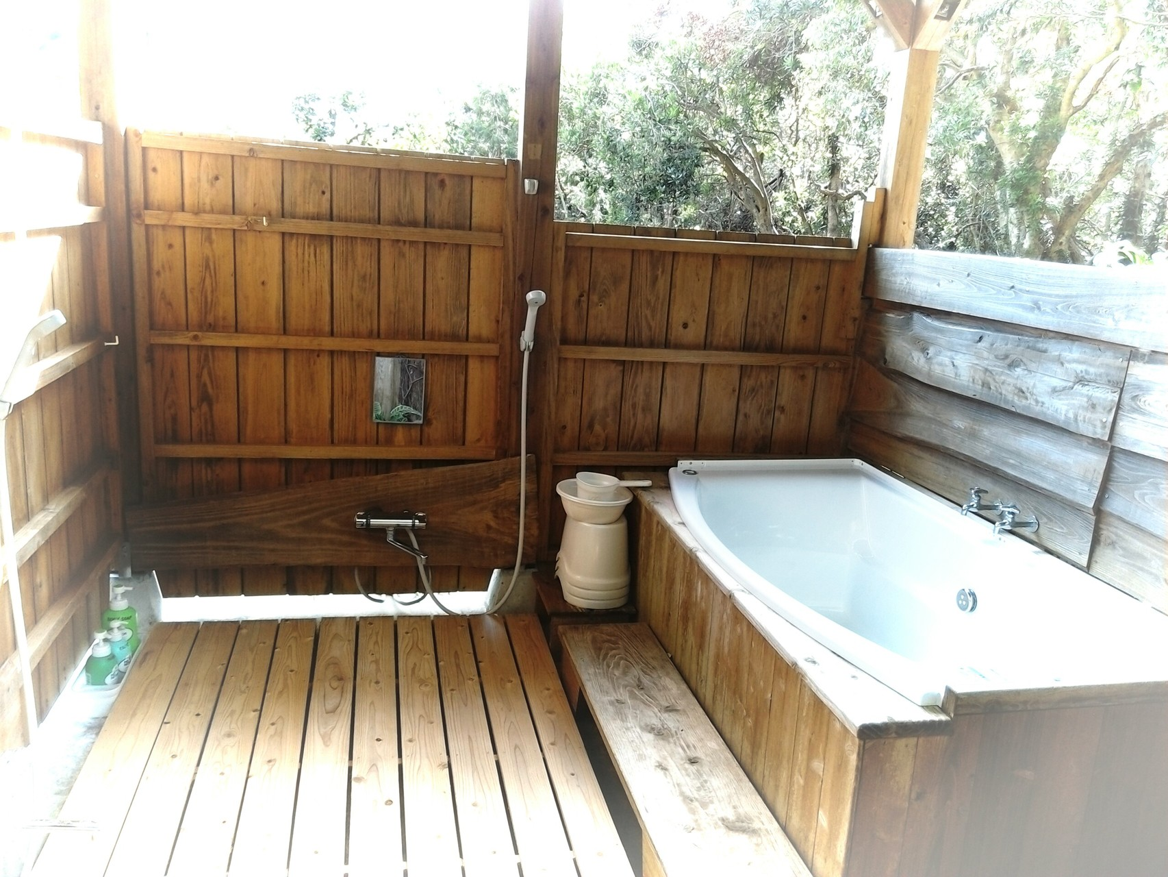 露天風呂内部  Outdoor hotspring bath
