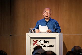 »Wer innerlich frei ist, ist der natürliche Feind jedes diktatorischen Regimes«, sagt Liao Yiwu in seiner Rede (Foto: Jann Wilken)