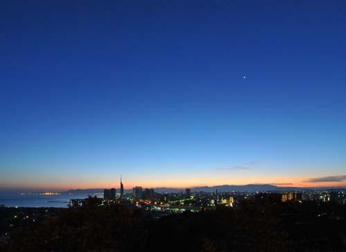 明けの明星(金星)と福岡の朝焼け