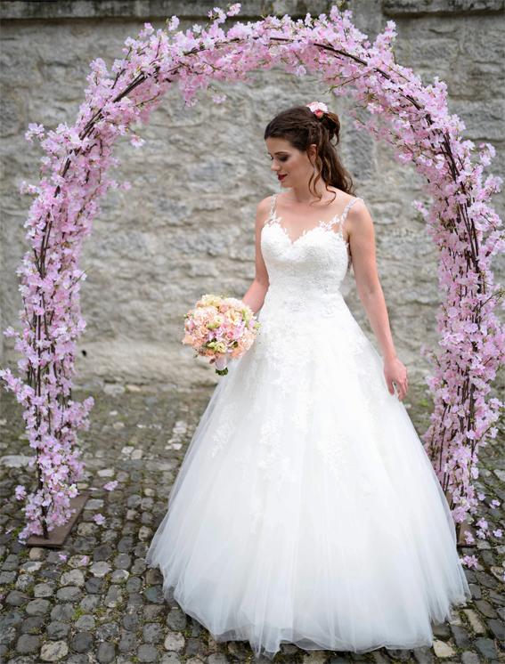 Blütenbogen für Hochzeit Fotoshooting