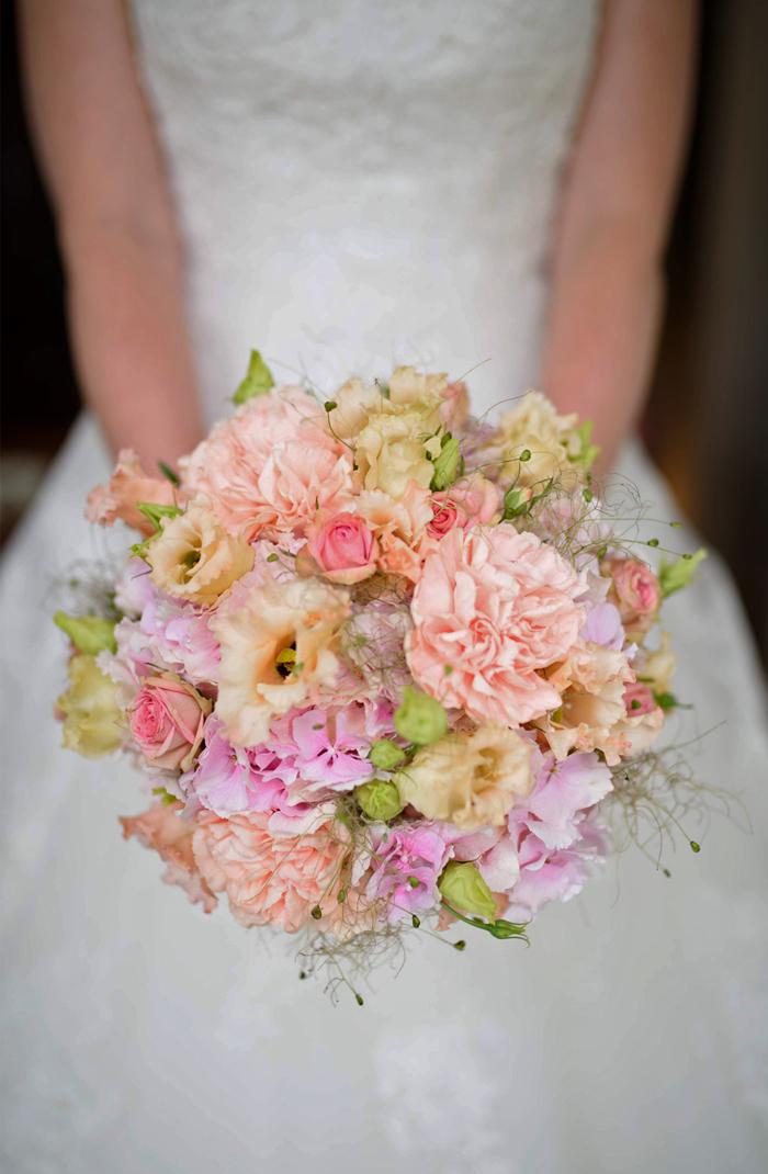 Braut mit Blumen Hallwilersee