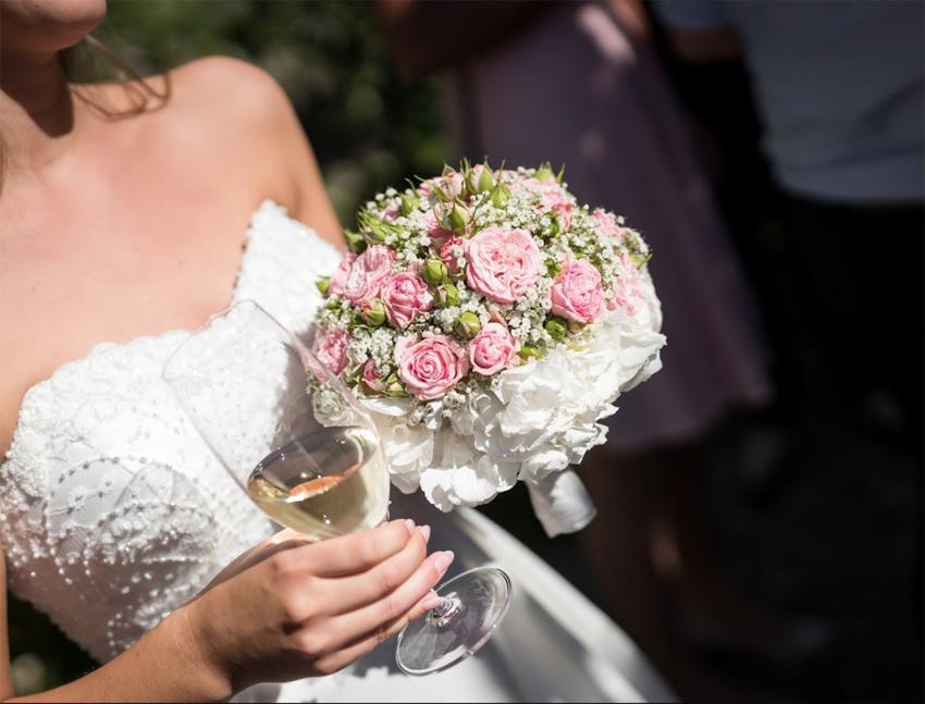 Klassischer Brautstrauss in zarten Farben
