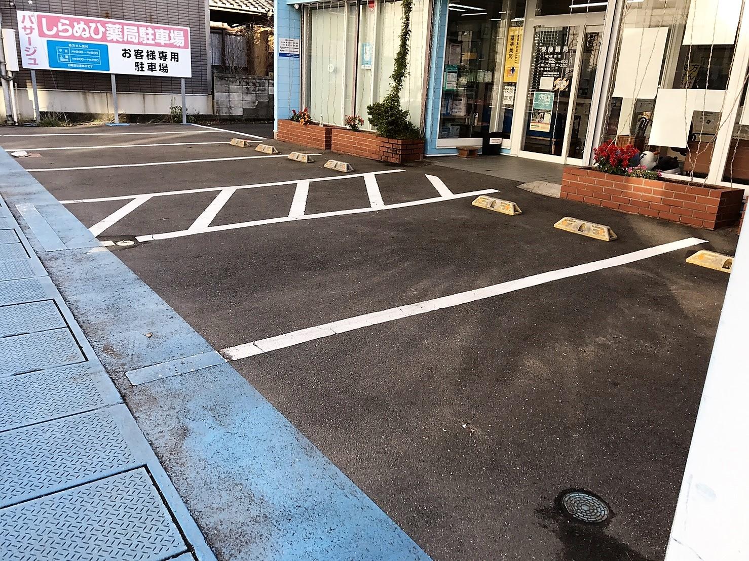 無料駐車場あります。