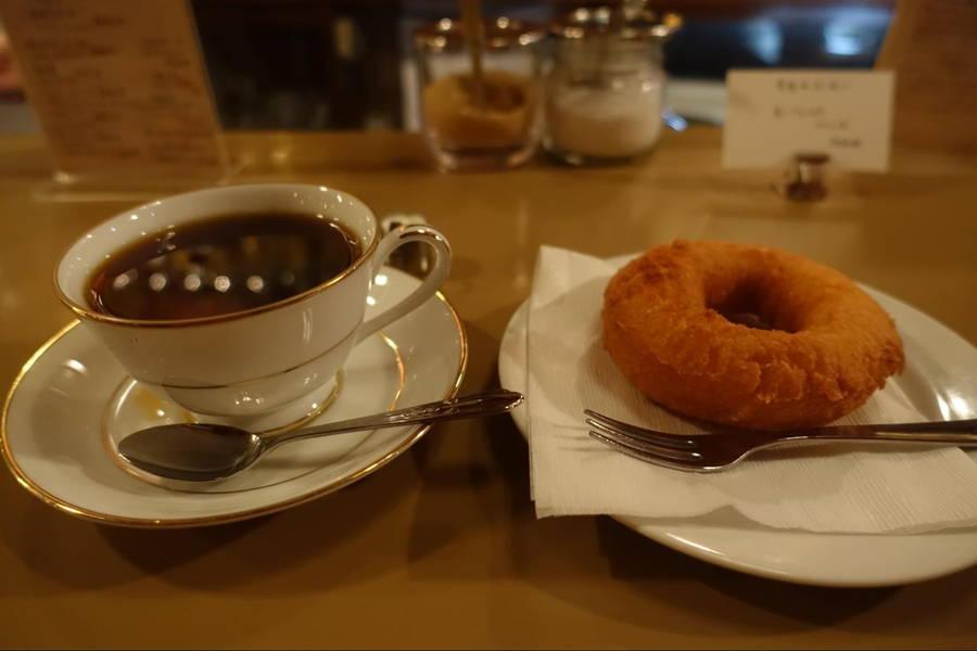 六曜社|自家製ドーナツとこだわり珈琲で人々を魅了する純喫茶【京都グルメ】