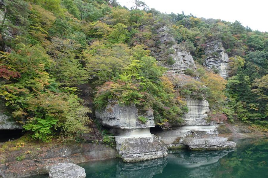 塔のへつり|断崖が削れて塔になる【福島観光スポット】
