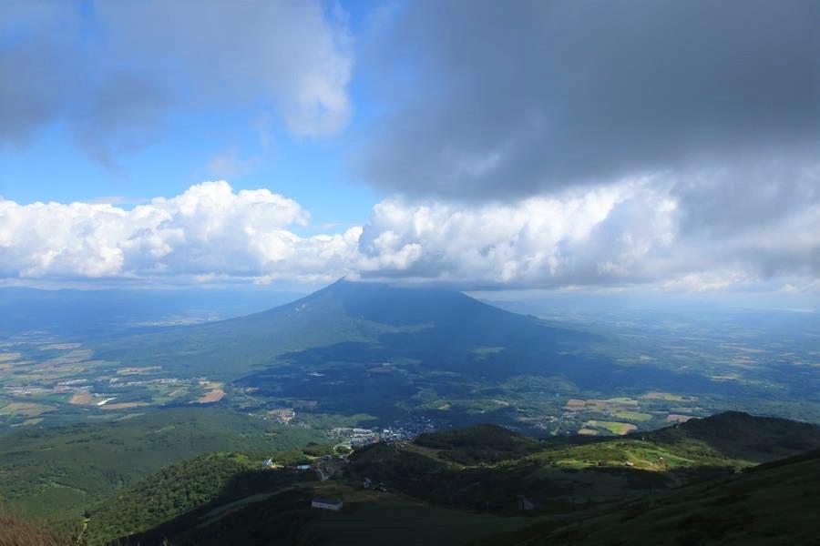 ニセコアンヌプリ登山!頂上から眺める蝦夷富士・羊蹄山は絶景【北海道観光スポット】