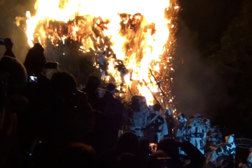 レポート!愛知の奇祭「鳥羽の火祭り」で参加者の眉毛が焼失!?