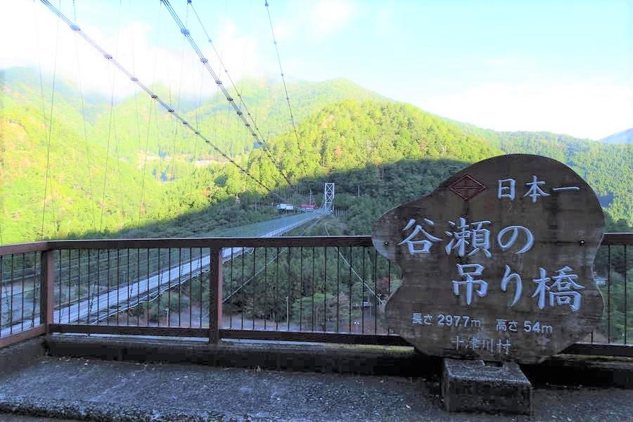 谷瀬の吊り橋|揺れる!原付も走り抜ける日本一の吊り橋【奈良観光スポット】