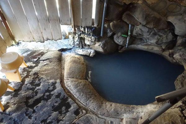 湯の峰温泉 つぼ湯|日本最古の湯で風情ある貸切岩風呂体験【和歌山観光スポット】