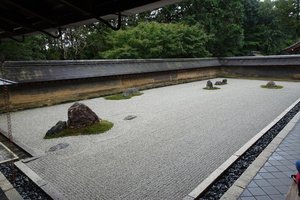 龍安寺|禅の思想を反映させた枯山水と吾唯足るを知る【京都観光】