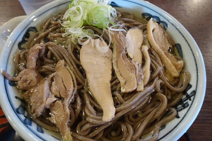 といや|河北町ソウルフードの冷たい肉そば=鳥スープ+田舎蕎麦【山形グルメ】