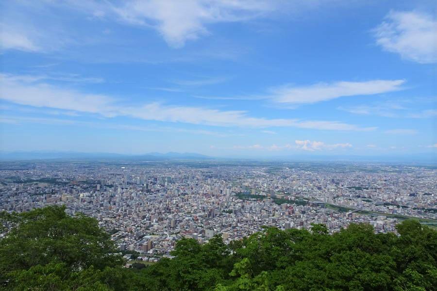 藻岩山登山|新日本三大夜景は昼の景色も綺麗【北海道観光スポット】