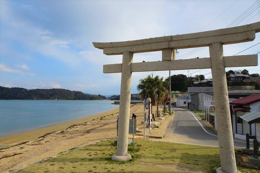 牛窓の海は東洋のエーゲ海?牛窓神社の鳥居とビーチはエモい【岡山観光スポット】