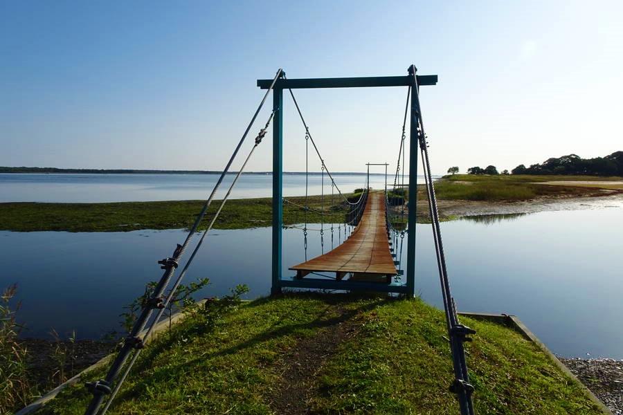 サロマ湖西岸に名もない映える吊り橋がある?【北海道隠れ観光スポット】