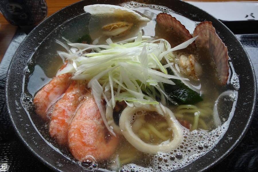 たっちゃん食堂|魚屋が作る海鮮ダシたっぷりラーメンと海鮮丼【北海道・白老グルメ】