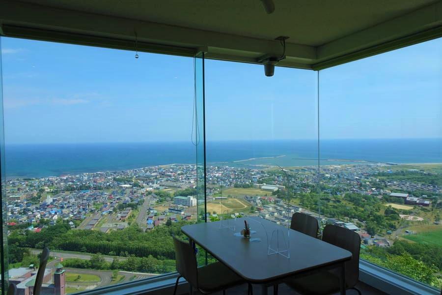 三笠山展望閣|オホーツク海を一望する枝幸の絶景【北海道観光スポット】