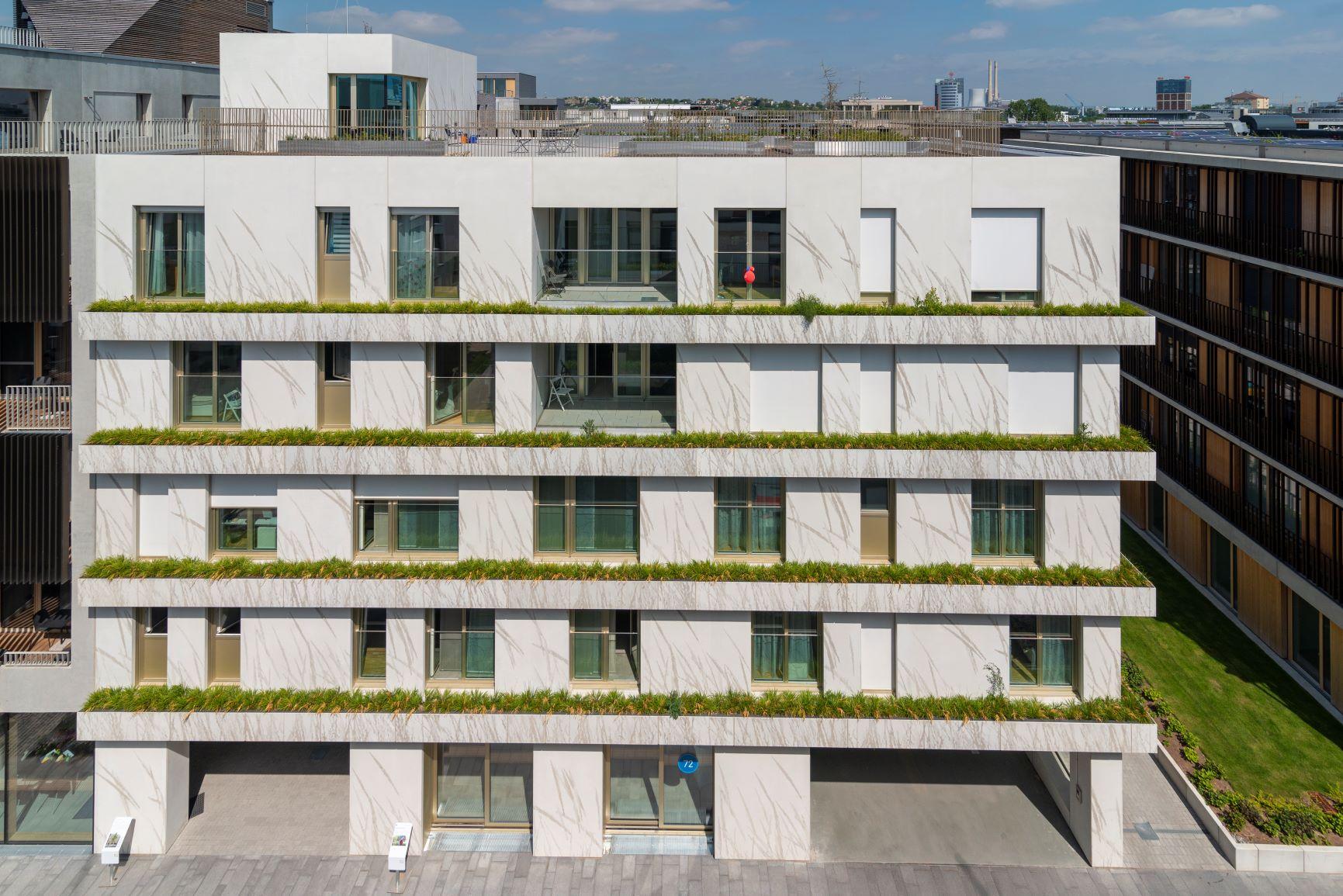 Die innovative Fassade ist schon von Weitem ein Hingucker. Foto: artismedia gmbH