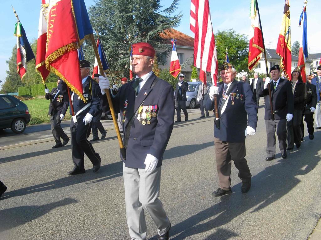 Jacques VILLER porte-drapeau