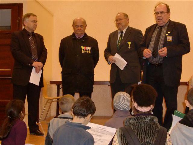 BOUR  Bernard--Remise du Brevet par le Pdt Bellini  en présence de M. le Maire conseiller général S. De CARLI, du Pdt Fnaca Michel RICHARD