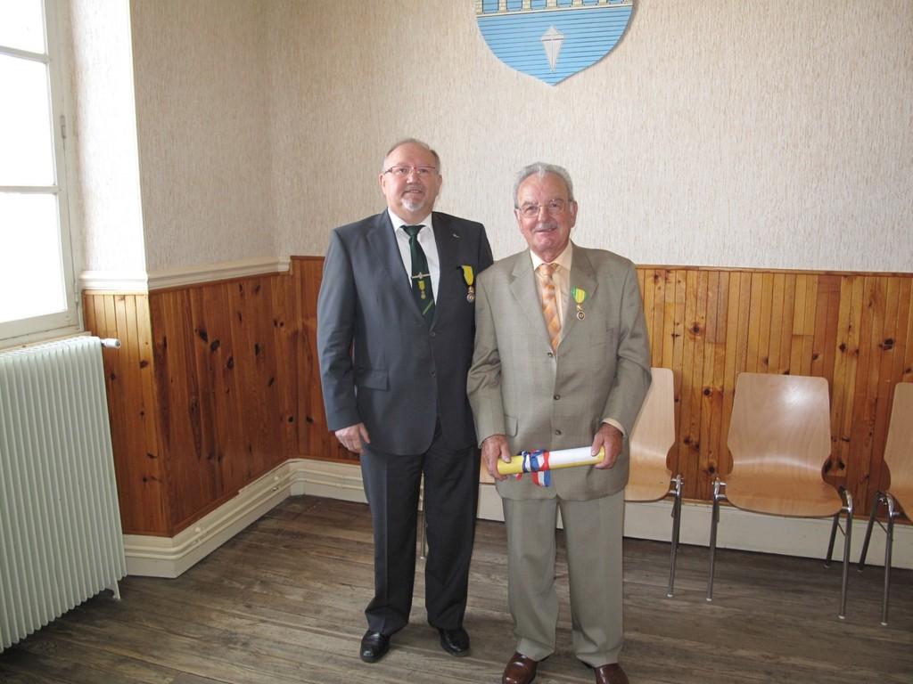 M. ROSSI a reçu le brevet de la MM par le Pdt Jean BELLINI