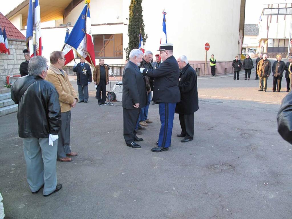 Décoration remise par Lieutenant VIROUX  Gendarmerie Nationale